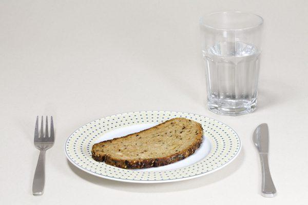 Только хлеб и вода – результаты диеты за месяц
