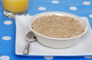 Пошаговый рецепт как варить овсяную кашу на молоке малышам и взрослым