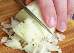 Как замариновать быстро и правильно лук к различным блюдам