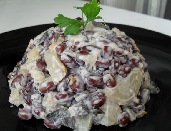 Варианты приготовления салата с сушеными грибами