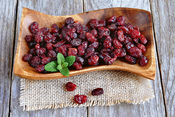 Сушеная клюква - польза и рецепты приготовления сухофрукта