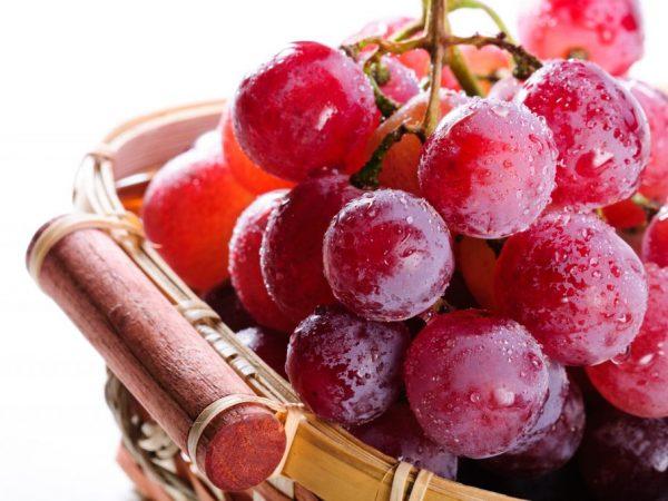 Виноград при похудении - последствия и противопоказания диеты