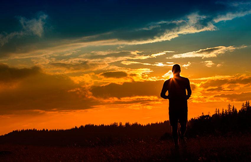 Бег перед сном - польза и вред вечерних пробежек