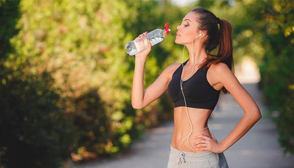 Можно ли и сколько пить воду после бега