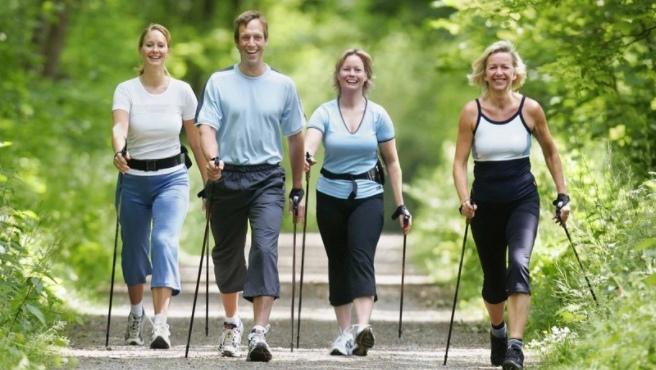 Виды и техника скандинавской ходьбы с пользой для здоровья