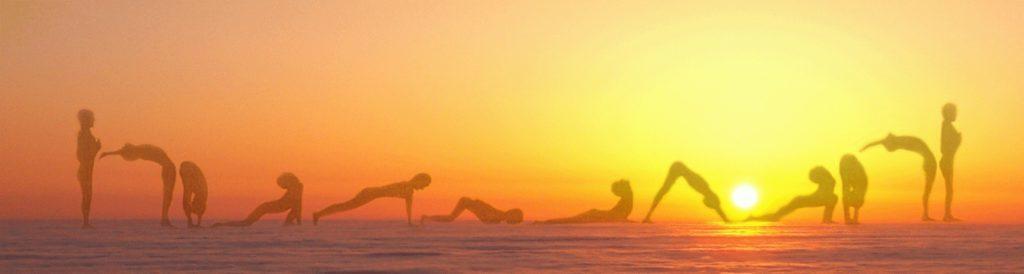 Йога «Приветствие Солнцу» - последовательность, польза практики, недостатки и ограничения при ее выполнении