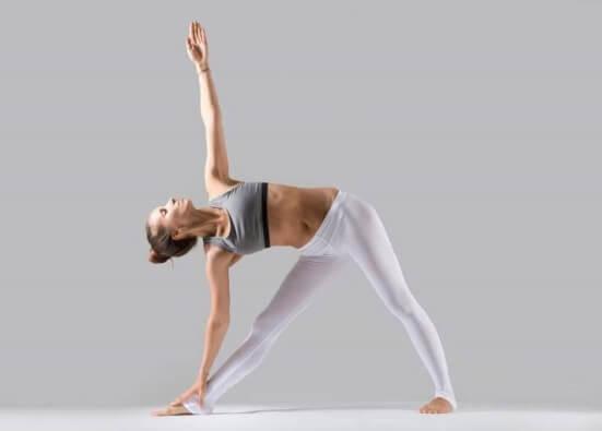 Правила выполнения комплекса йоги для похудения, меры предосторожности