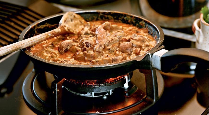 Как приготовить бефстроганов из говядины или свинины с подливкой