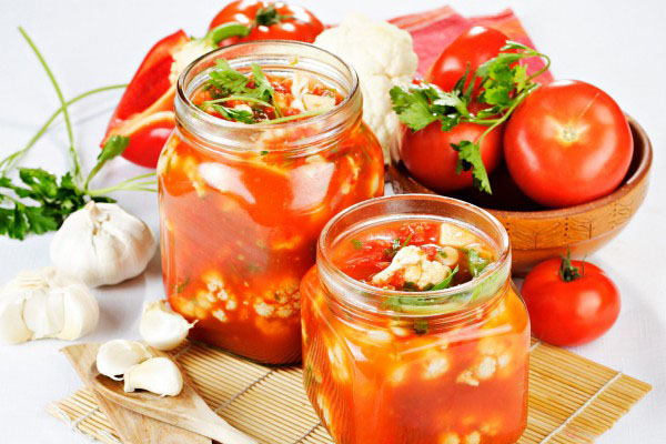 Как мариновать цветную капусту с помидорами на зиму