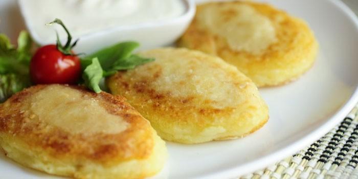 Готовим картофельные котлеты в панировке на сковороде