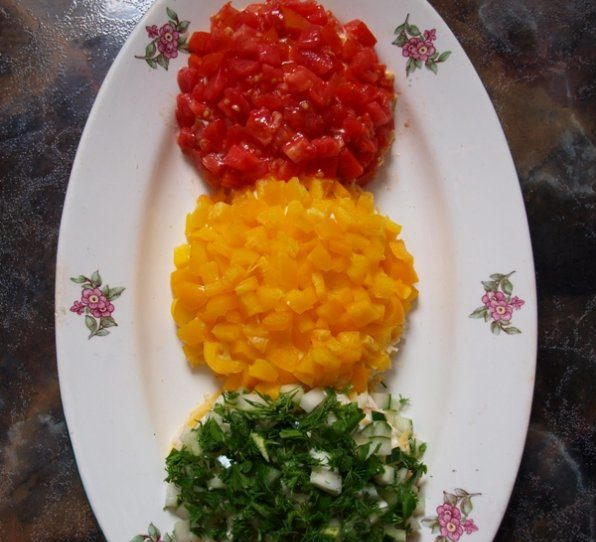 Как приготовить яркий салат светофор: рецепты