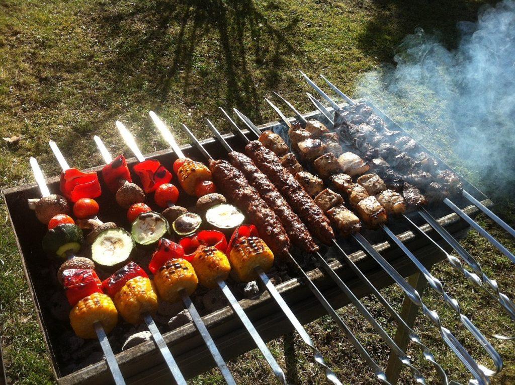 Как правильно жарить шашлык на мангале: какое мясо выбрать