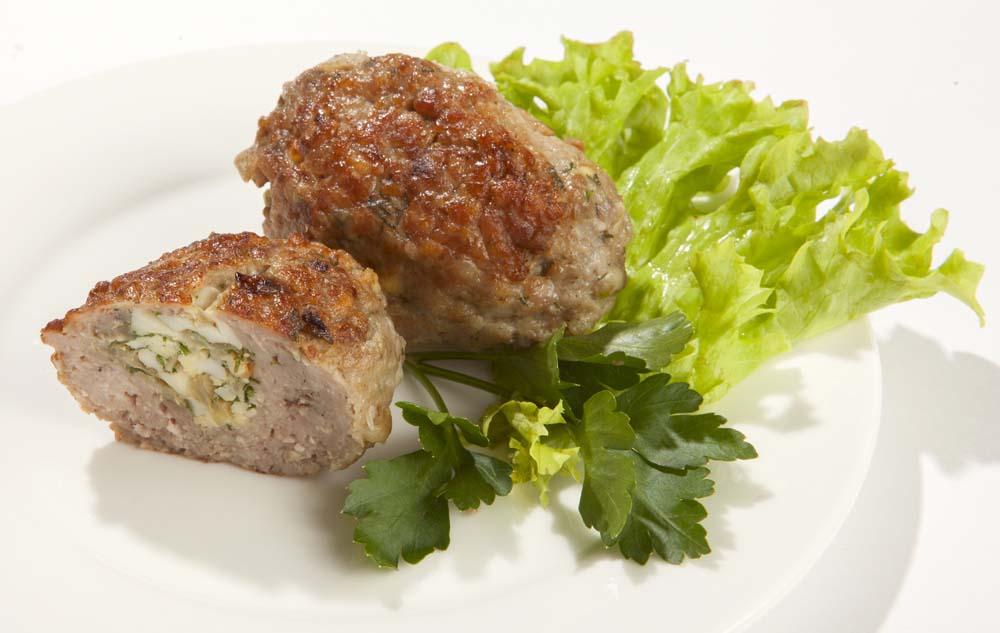 Готовим мясные зразы с различными начинками: яйцо, сыр, сливы, чечевица