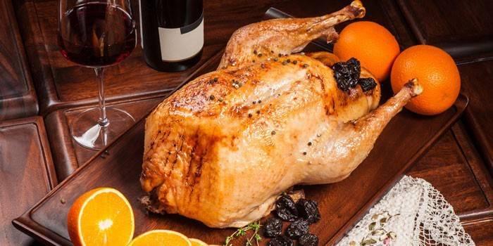 Как приготовить фаршированную курицу в духовке