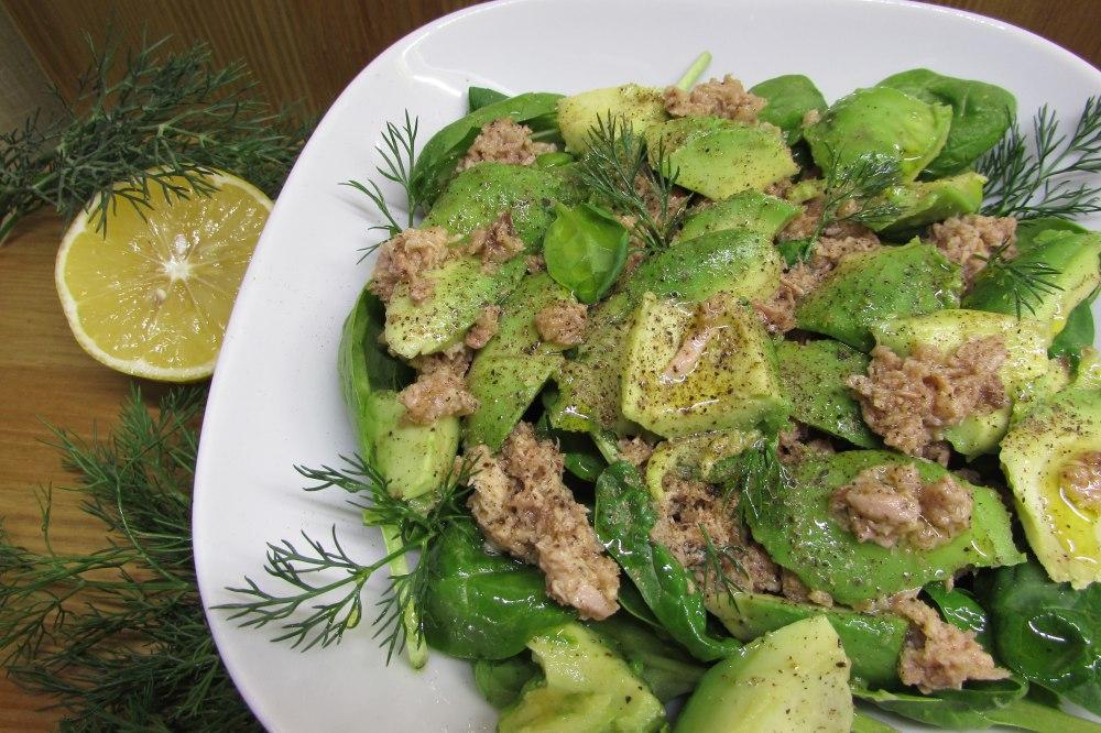 Классический салат с тунцом и авокадо: рецепты пошагово