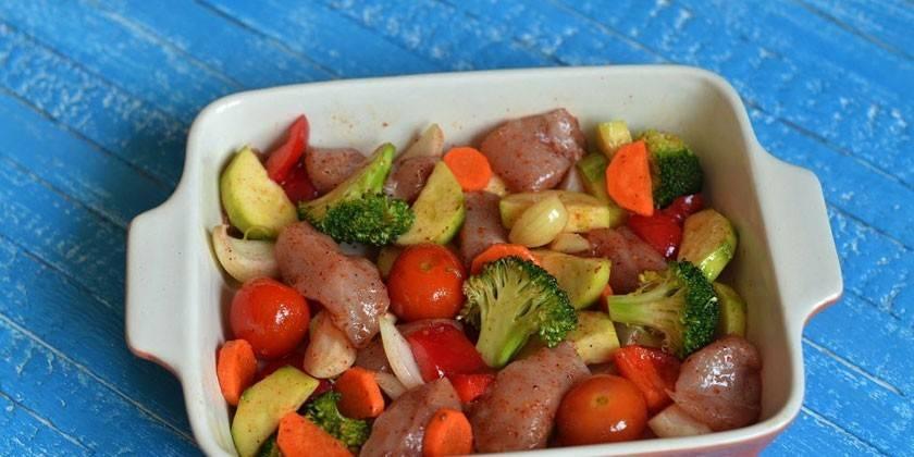 Как вкусно запечь филе курицы в духовке с картошкой