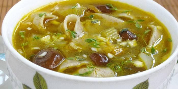 Готовим домашний куриный суп с домашней лапшой