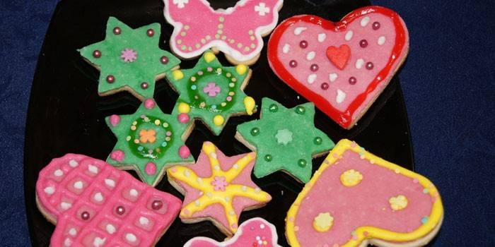 Разнообразные способы приготовления цветной глазури для печенья