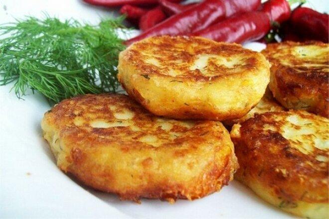 Постные картофельные котлеты в духовке или на сковороде
