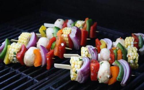 Как замариновать овощи и приготовить овощной шашлык