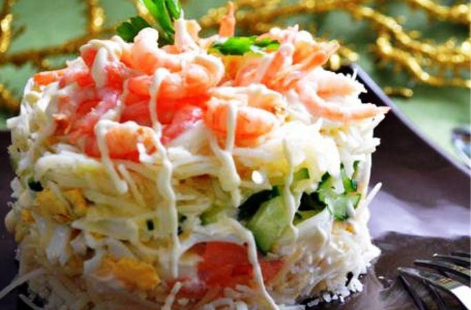 Готовим салат суши с красной рыбой слоями