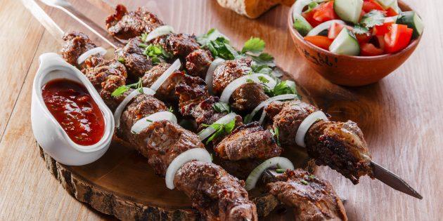 Готовим классический кавказский шашлык из баранин