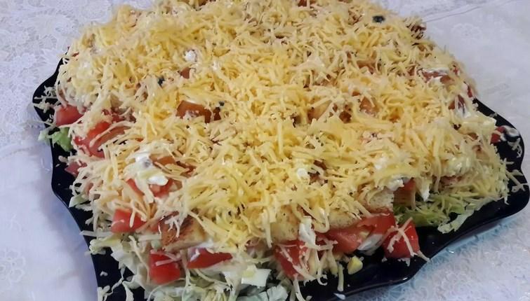 Как приготовить салат Цезарь слоями: рецепты
