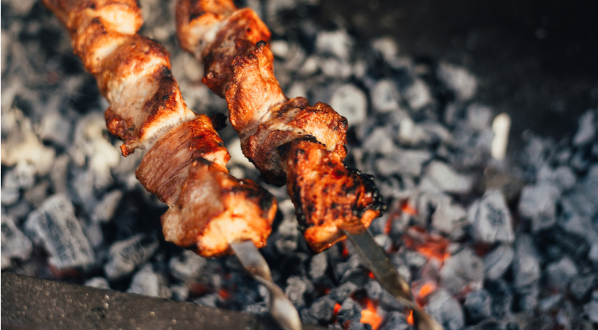 Как правильно пожарить на мангале шашлык на углях