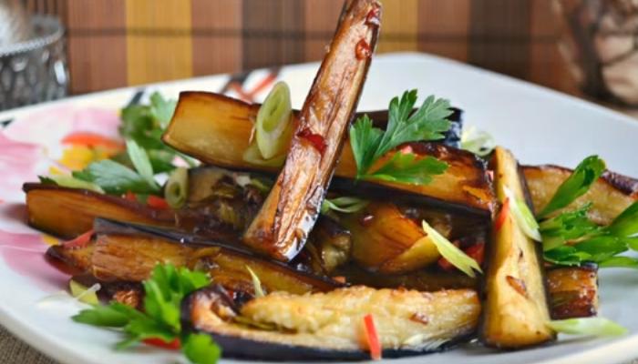 Баклажаны жареные с чесноком: рецепты с разными добавками