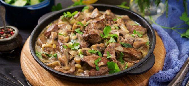 Бефстроганов куриный из филе с грибами, сливками и другими добавками