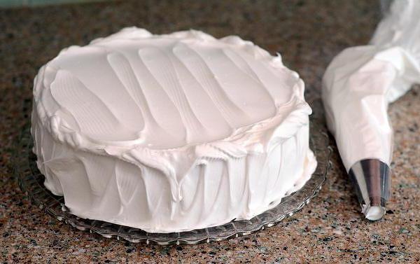 Как приготовить крем мокрое безе для украшения торта