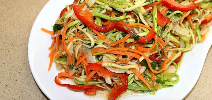 Готовим закусочный салат из кабачков по-корейски