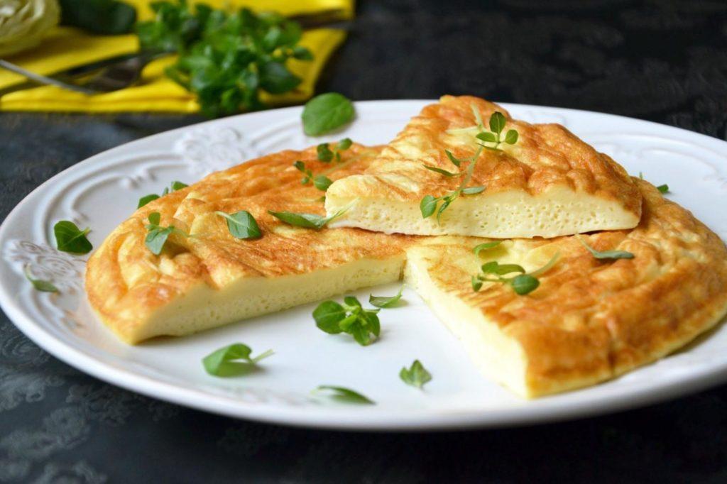 Кабачковый омлет с сыром и помидором: лучшие рецепты