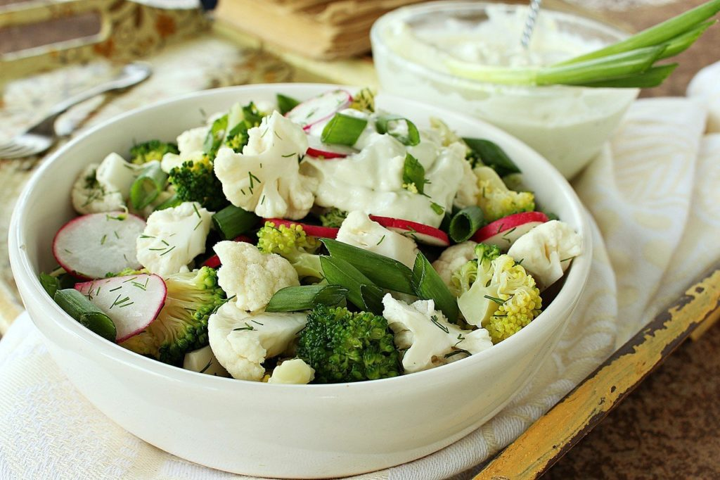 Какие салаты можно приготовить с цветной капустой