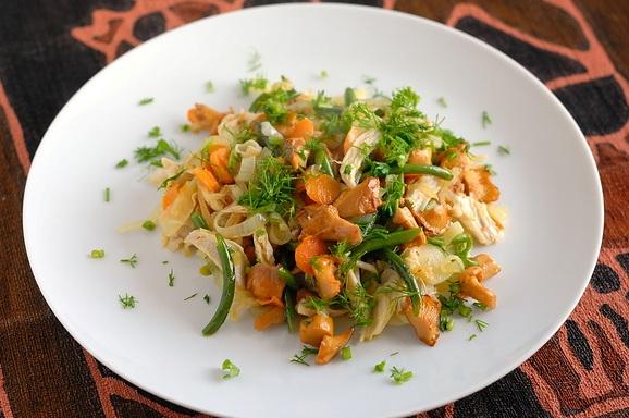 ТОП салатов с жареными грибами лисичками