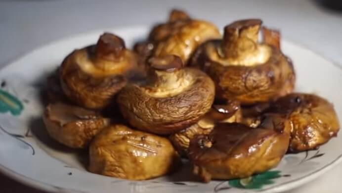 Готовим шашлык из шампиньонов на мангале в соевом соусе