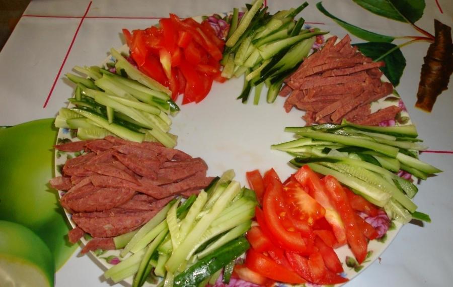 Как приготовить яркий салат радуга кучками