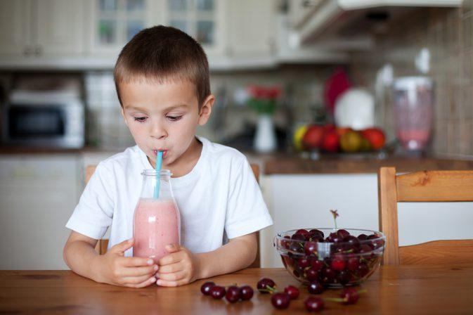 Готовим простые и полезные детские коктейли