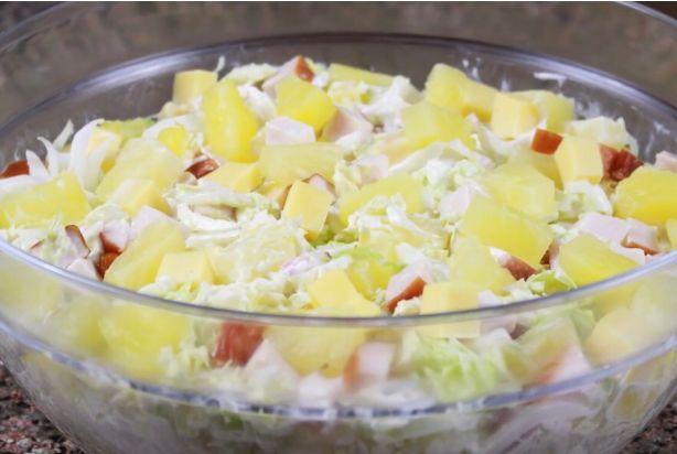 Готовим салат с копченой курицей, кукурузой и ананасом: рецепты с фото